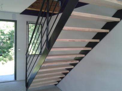 Fabrication sur mesure d'escalier en bois et acier à Chambéry, Annecy et Aix les Bains